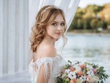 Beautiful,Bride,With,Wedding,Flowers,Bouquet,,Attractive,Woman,In,Wedding