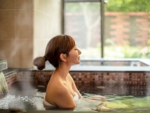 Asian,Young,Woman,Relaxing,In,Hot,Spring