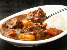 Beef,Curry,Served,On,A,Plate